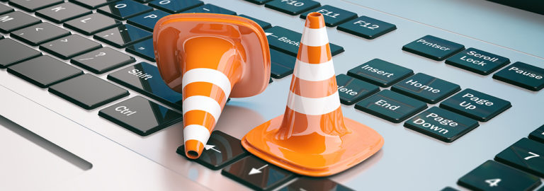Traffic cones on a keyboard symbolize that there is still a lot to do in terms of digitalization.
